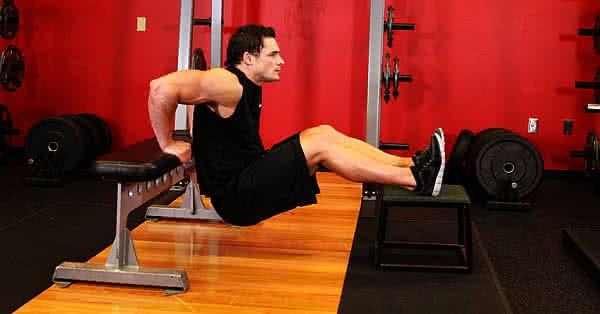 Tricepsz edzése padon