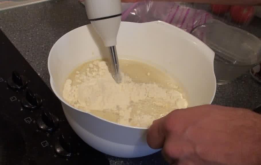 Fokhagymás-túrós csirkemell elkészítés - II. lépés