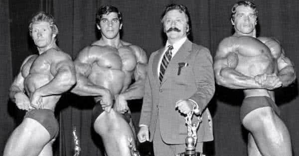 Arnold Schwarzeneggerék érájában a Pumping Iron egytől-egyig legendás szereplői fogták a teljes testes edzéstervet, és kicsit jobban szétosztották