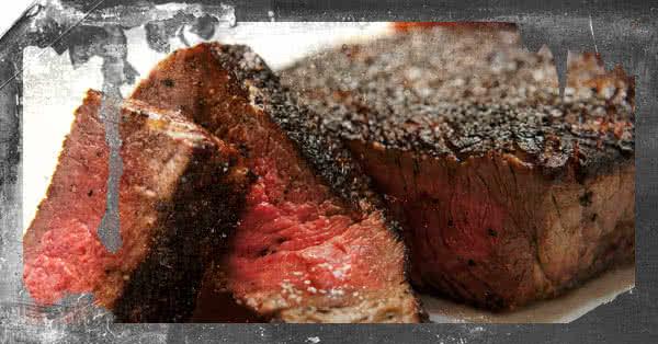 Egy dolgot mindenki tudott: húsra, fehérjére van szüksége az izmoknak a növekedéshez.