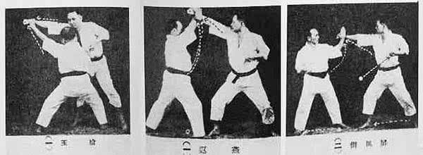 Funakoshi a kake-uke-t, a juji-uke-t és a shuto-uke-t mutatja be.