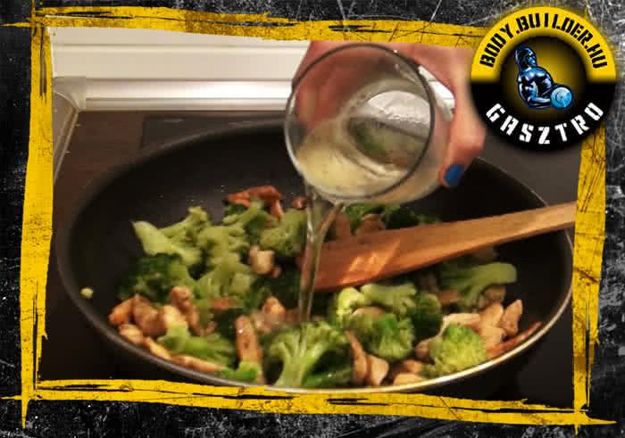 Brokkolis-szezámmagos csirkecsíkok elkészítés - VI. lépés