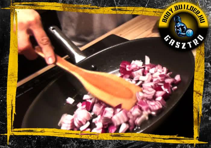 Darált húsos marhapörkölt elkészítése - I. lépés