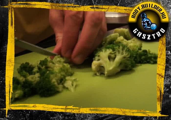 Brokkolis-mozzarellás tojásfehérje omlett elkészítése - I. lépés