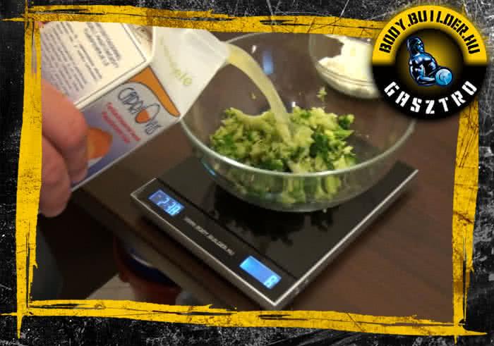 Brokkolis-mozzarellás tojásfehérje omlett elkészítése - II. lépés