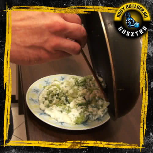 Brokkolis-mozzarellás tojásfehérje omlett elkészítése - V. lépés