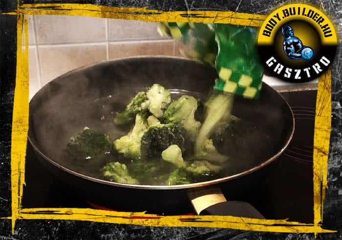 Sajttal-brokkolival töltött csirkemell filé elkészítés - III. lépés
