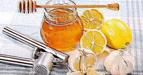 Az egyszerű cukrok gátolják a C-vitamin felszívódását (pl. a méz is) - mintegy versenyeznek a C-vitaminnal a szállítórendszereken.