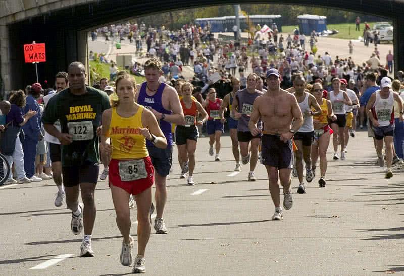 Edzés futás mellett - bemelegítő sorozatok nincsenek benne.
