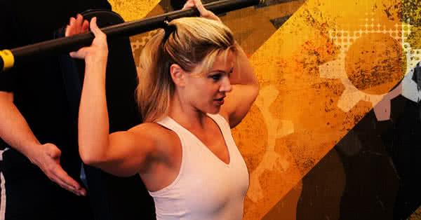 női edzés, vállból nyomás, kerek váll, feszes váll