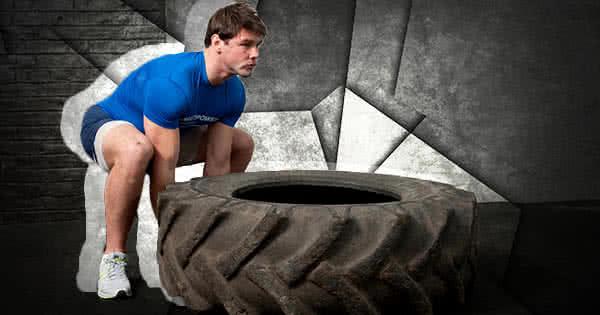 Egyenes háttal, combból emelve felállsz a kerékkel, térddel esetleg rásegítesz és átfordítod a másik felére.