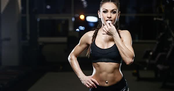 A súlyzós edzés, ami javítja az izmok tónusát, az intenzív és progresszív terhelés pedig növeli a méretüket.